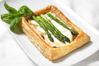 Asparagus goats cheese and caramelized onion tart