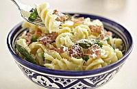 Pasta with peas, asparagus and prosciutto
