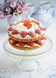 Sweet Eve Strawberry Cream Victoria Sponge Cake