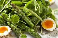 Asparagus with peppered soft boiled quails' eggs