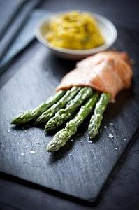 Asparagus wrapped in smoked salmon with scrambled egg