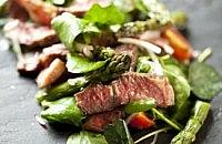 Beef and asparagus salad with honey dressing