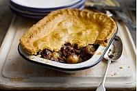 Shallot, steak and mushroom pie