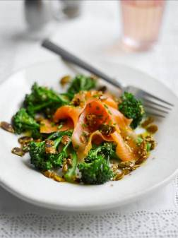 smoked-salmon-tenderstem-salad