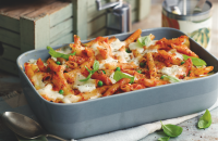 Mozzarella and chilli pasta bake