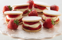 Strawberries with shortbread
