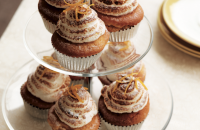 Lemon meringue cakes