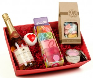 Pamper Hamper With Sparkling Rosé Wine